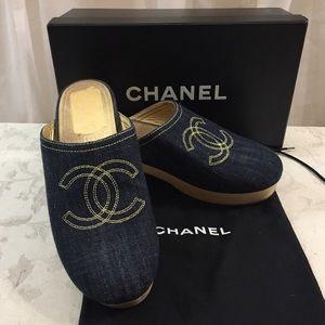 🆕 Chanel CC wooden Denim Clogs